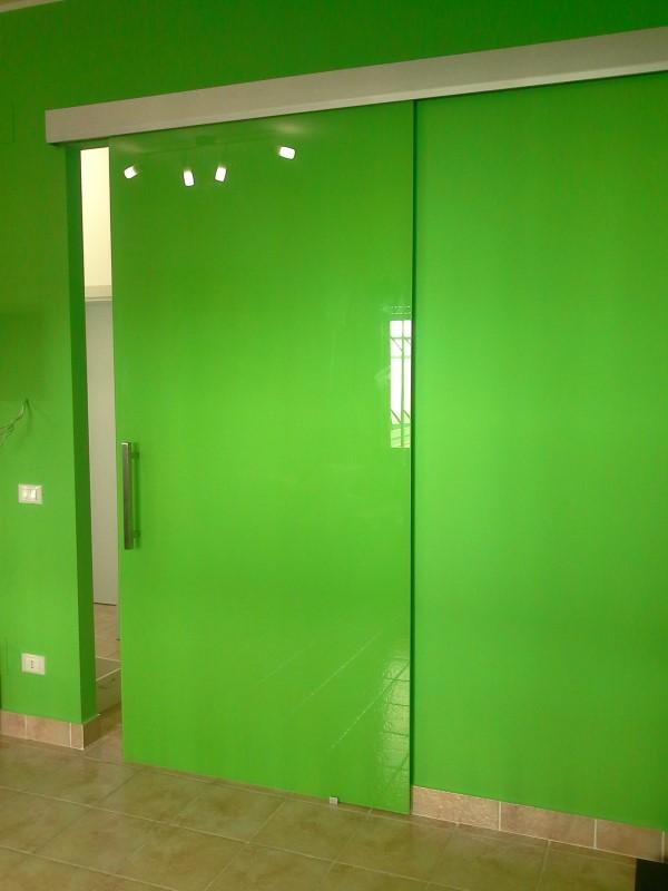 Porta in vetro scorrevole vetro temperato colore verde - Porta scorrevole con vetro ...