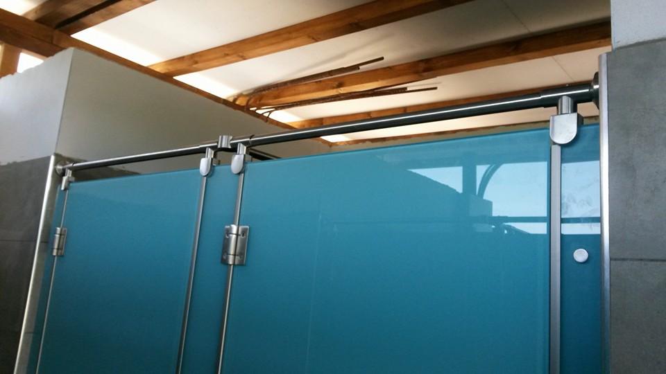 Divisori per bagni docce e spogliatoi in vetro temperato e smaltato