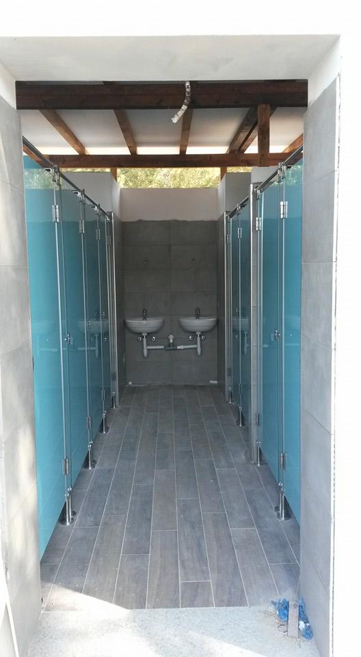 Divisori per bagni docce e spogliatoi in vetro temperato e - Docce per bagni ...