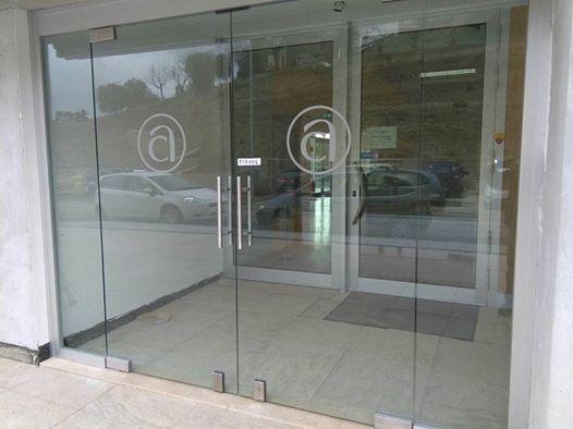 Porta ingresso Confartigianato in vetro1