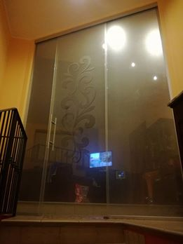 Porte scorrevoli e battenti con decori 3D-1