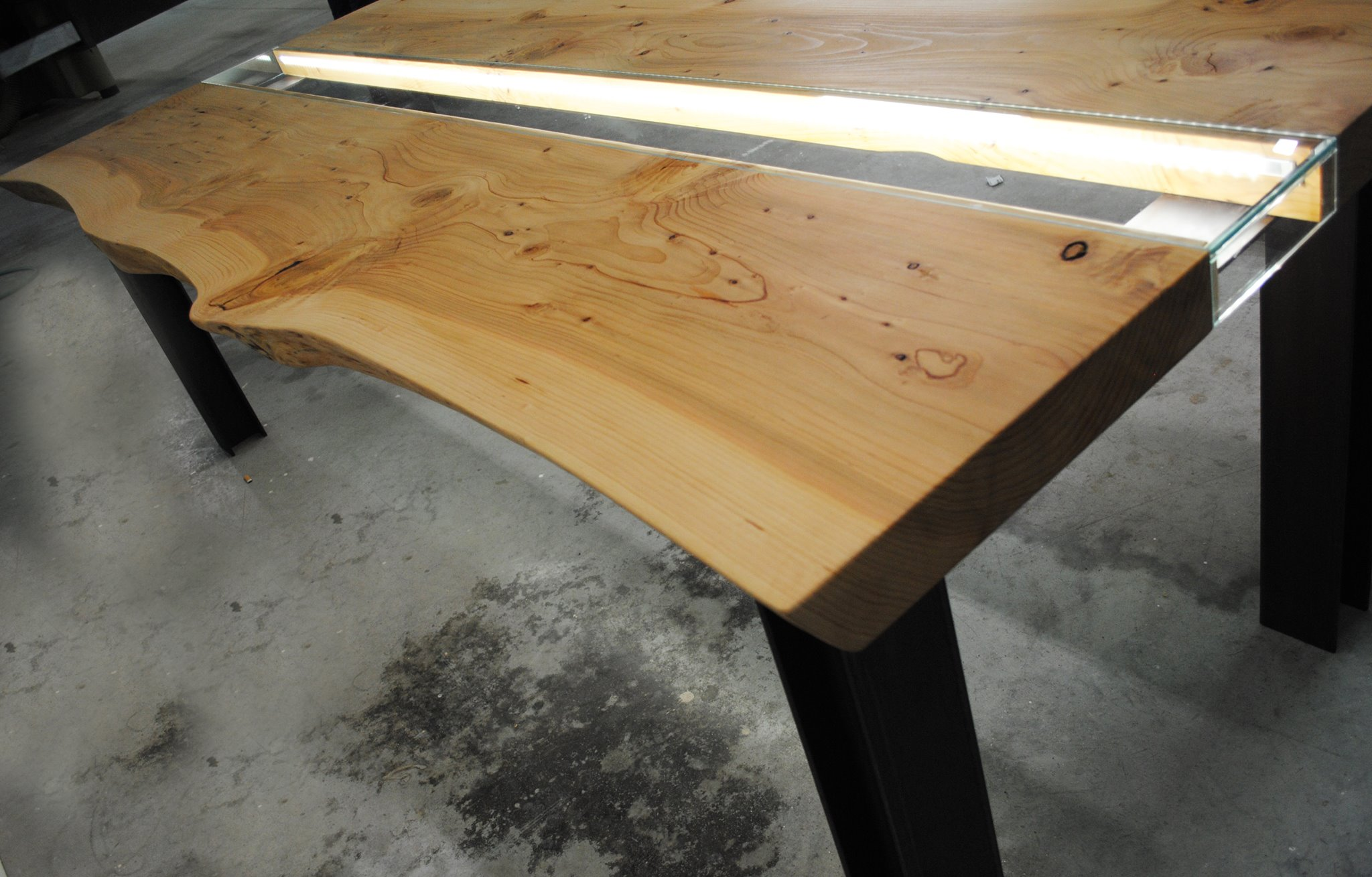 Tavolo Legno e Vetro Illuminato5