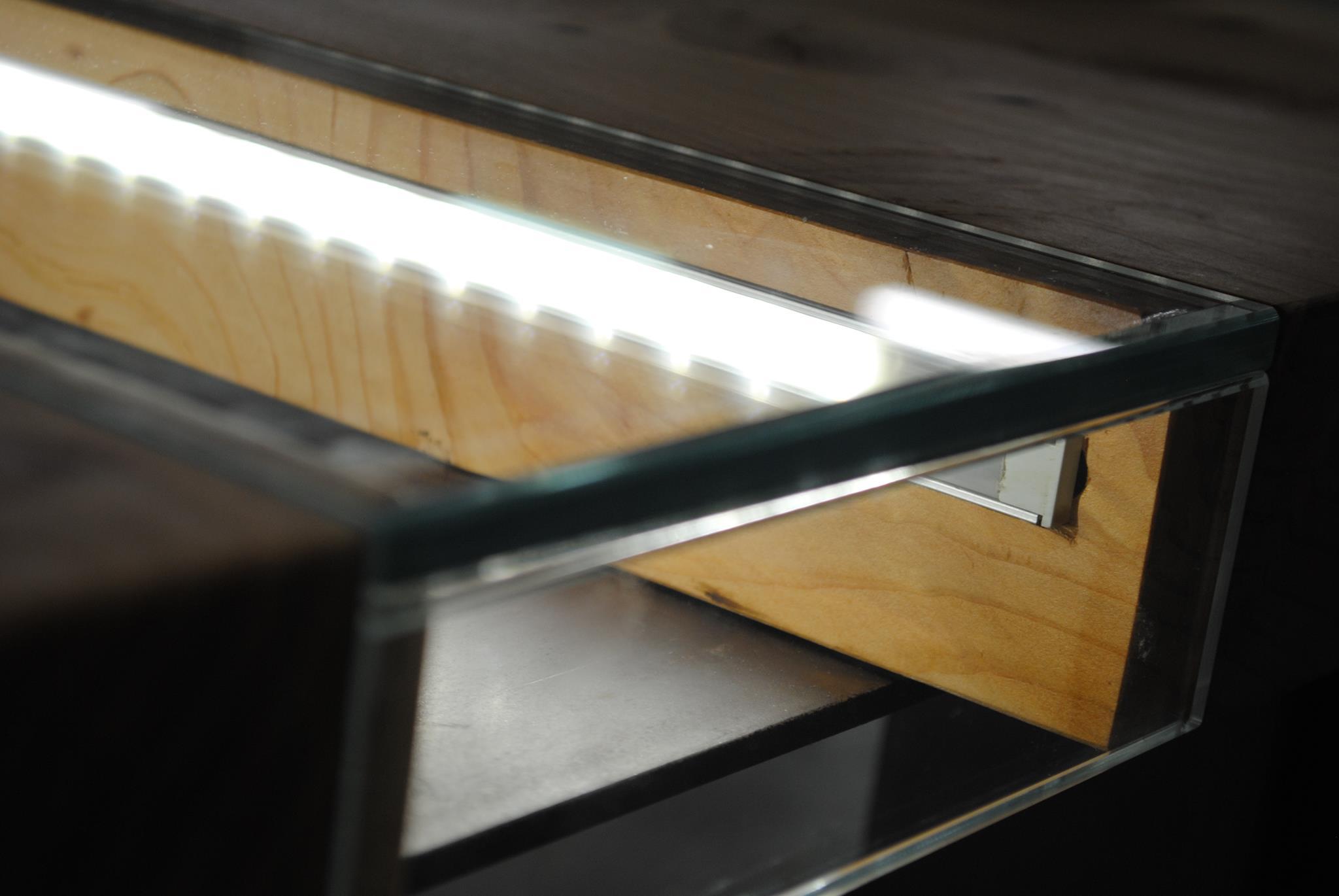 Tavolo Legno e Vetro Illuminato3